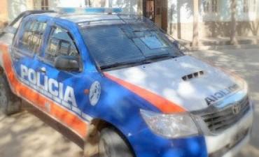 Un joven intentó dañar un móvil de la policía andalgalense
