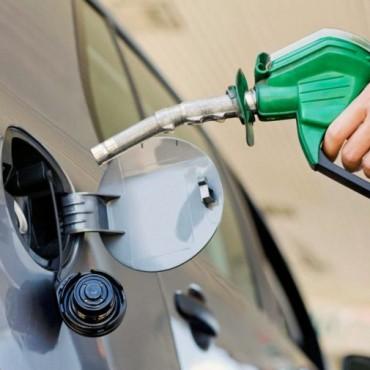 Sube el precio de la nafta y baja un poco el gasoil