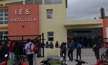Por falencias edilicias, alumnos toman el IES de Andalgalá