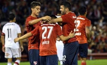 Independiente goleó, le dio una mano a Boca y todavía se ilusiona