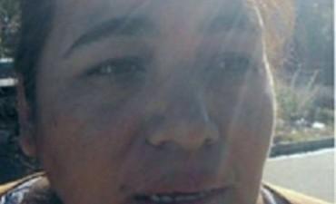 Mujer albañil honra su trabajo y critica a los políticos