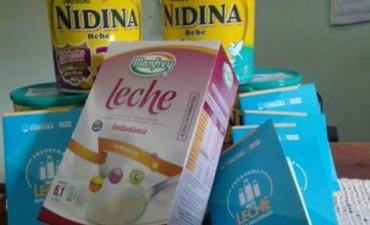 Entrega de leche en distintos centros de asistencia de Andalgalá